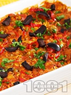 Славянски гювеч със свинско месо от бут, домати, ориз, чушки и маслини в тава - снимка на рецептата